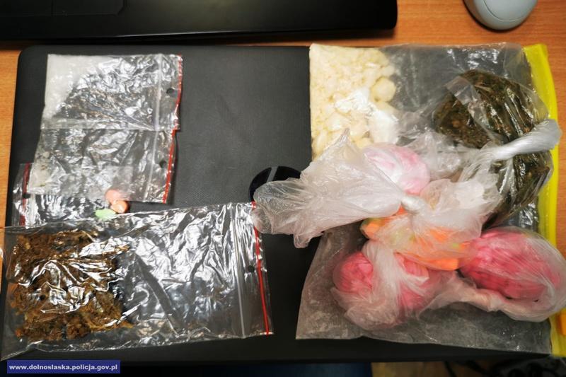Areszty dla 3 mężczyzn wzwiązku znarkotykami