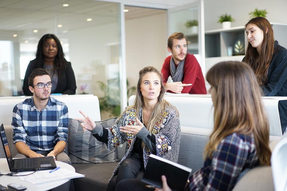Sposób na rozliczanie pracy osób nie posiadających działalności gospodarczej -  wystaw fakturę bez firmy
