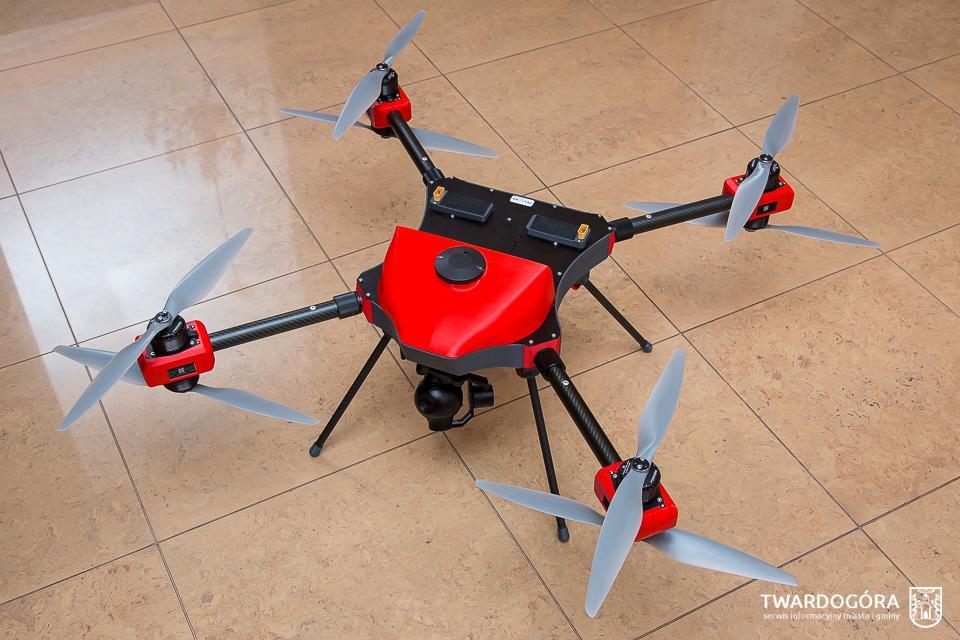 Dron iczujniki sprawdzą jakość powietrza wTwardogórze