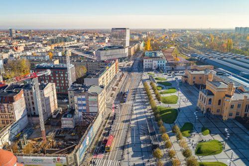 Hotel Grand rośnie. (Nie)widoczne postępy prac naprzeciwko Dworca PKP
