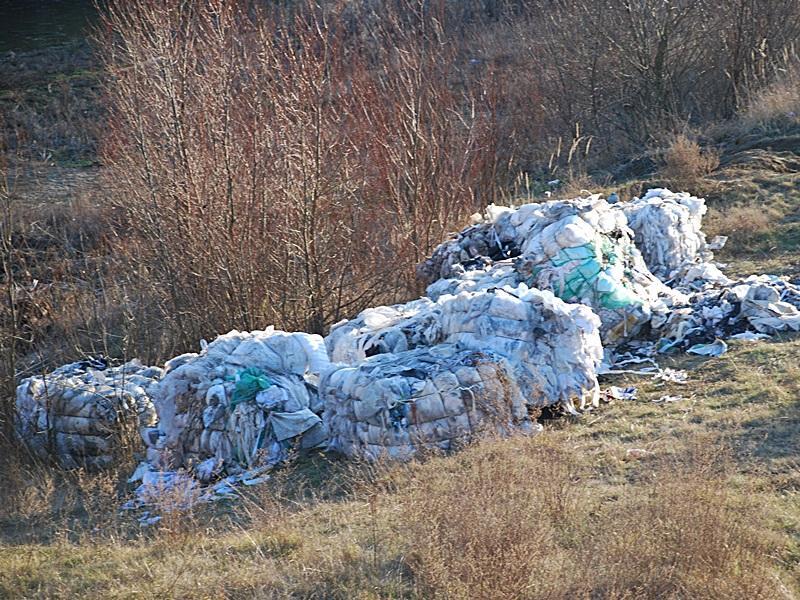 Wywozili odpady dolasów ina pola