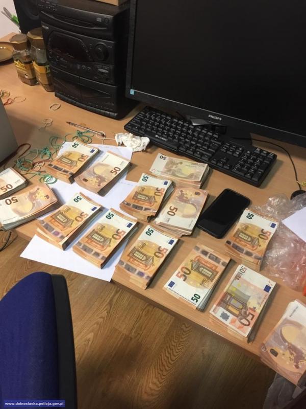 Areszt za oszustwa ipranie brudnych